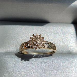 Vintage 10K Diamond Cluster Ring Size 8 - 8.25
